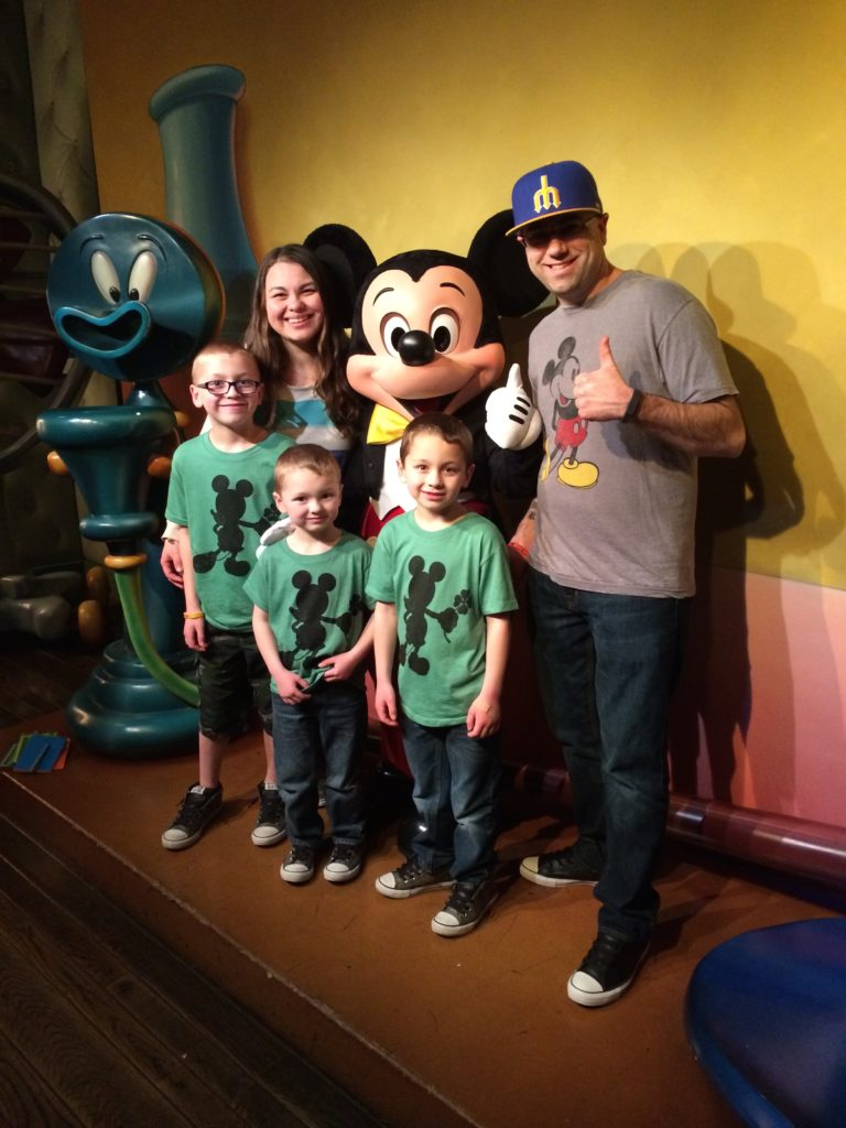 Family Trip to Disneyland - on a Budget!