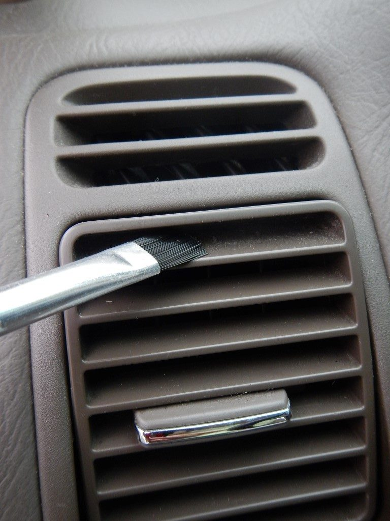 Cleaning Car Vents