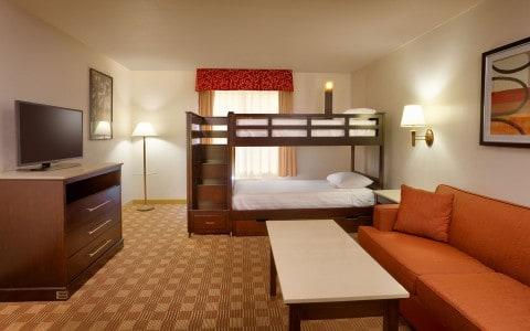 Budget friendly disneyland choosing your best hotel - 2 bedroom suites disneyland anaheim ...